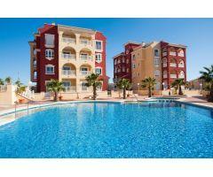 Apartamento nuevo de 2 dormitorios de estilo mediterráneo con piscina comunitaria en Los Alcázares